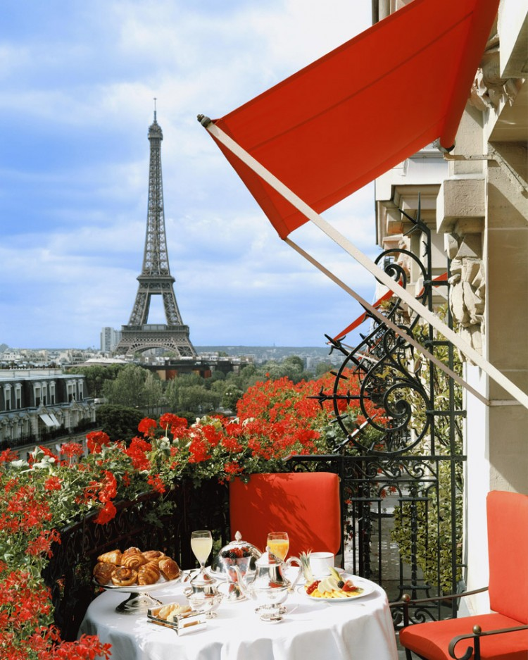 The Eiffel Suite at Hotel Plaza Athenee 02