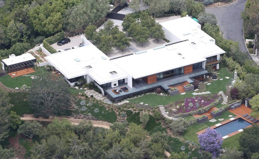 Jennifer Aniston- Bel Air Mansion